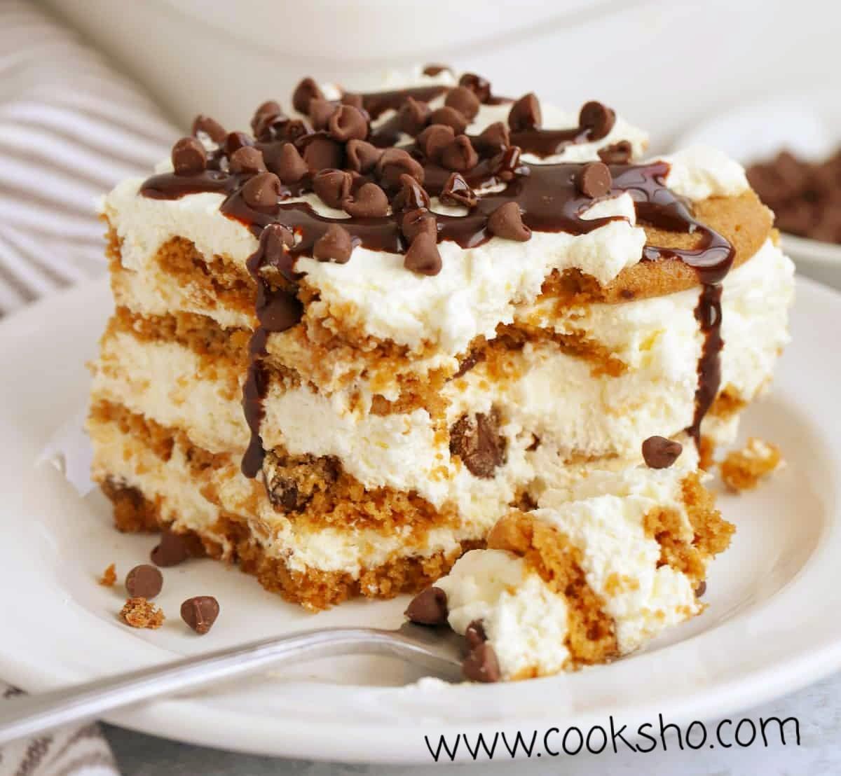کیک یخچالی موزی شکلاتی