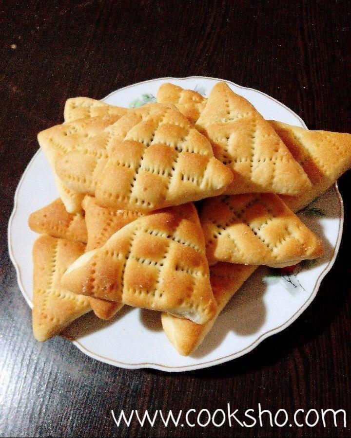 نان خرمایی بخشی از انواع شیرینی ساده و ارزان