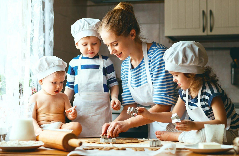 پخت کیک با کودک