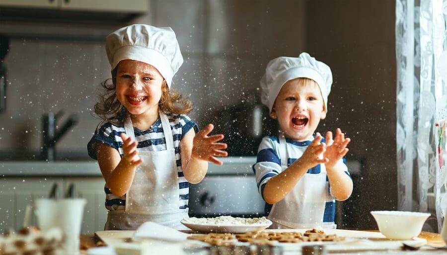 پخت کیک با کودکان